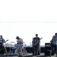 Всеки Следващ Ден свирят на покрив в новото си видео